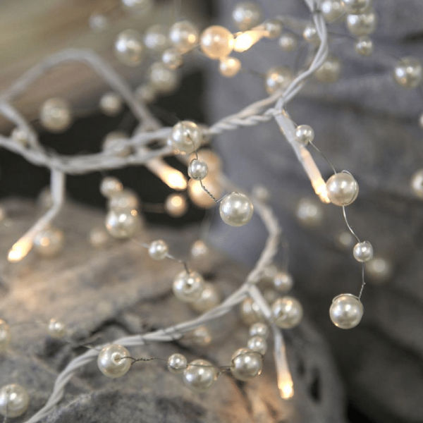 Lichterkette mit Perlen - 20 warmweiße Glühlampen - 1,9m - inkl. Trafo - weiß
