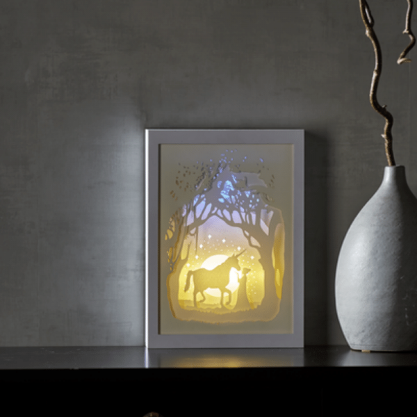 "LED-Bild ""Scenery"" Einhorn mehrdimensional - weiss - 16 warmweiße LED - mit Batterie o. Trafo - Time"