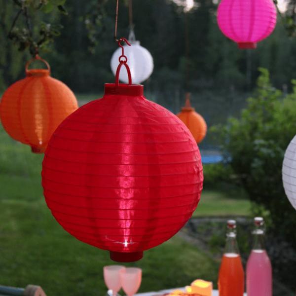"LED Solar Lampion ""Festival"" - kaltweiße LED - D: 20cm - Dämmerungssensor - mit Montagehaken - rot"