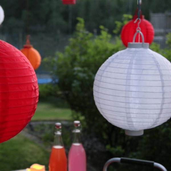 LED Solar Lampion FESTIVAL - kaltweiße LED - D: 20cm - Dämmerungssensor - mit Montagehaken - weiß