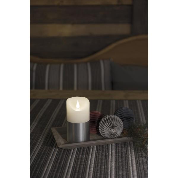 LED Kerze mit silberfarbener Banderole - Echtwachs - 3D Flamme - Timer - H: 13,5cm, D: 7,5cm - weiß