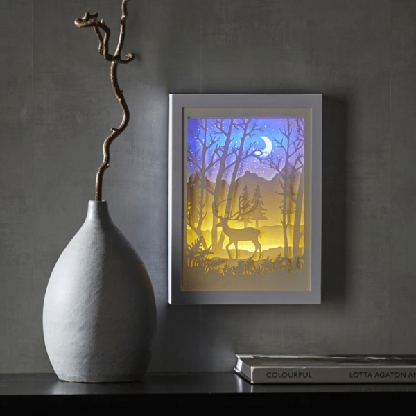 "LED-Bild ""Scenery""- Hirsch, mehrdimensional - weiss - 16 LED - mit Batterie oder Trafo - Timer"
