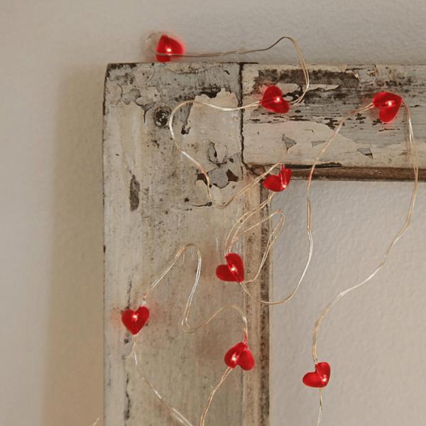 "LED Drahtlichterkette ""Dew Drop"" - 12 rote LED - silberner Draht - 1,1m - Batterie - rote Herzen"