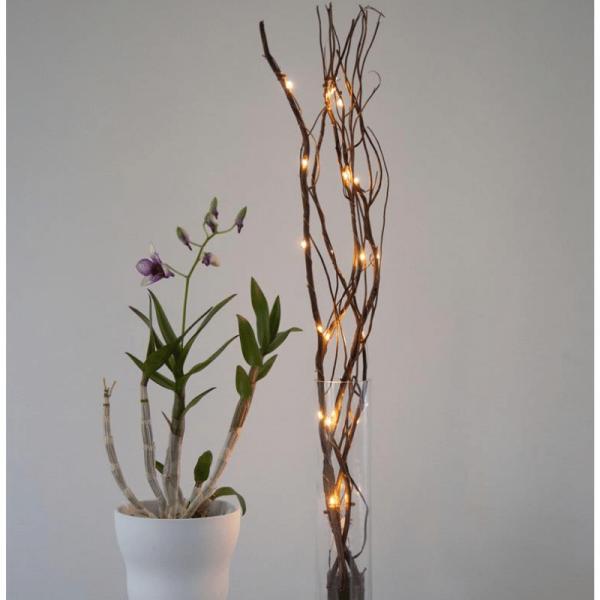 LED Dekozweig 60cm - braune Weide - 24 warmweiße LED an dünnem Draht - Batteriebetrieben