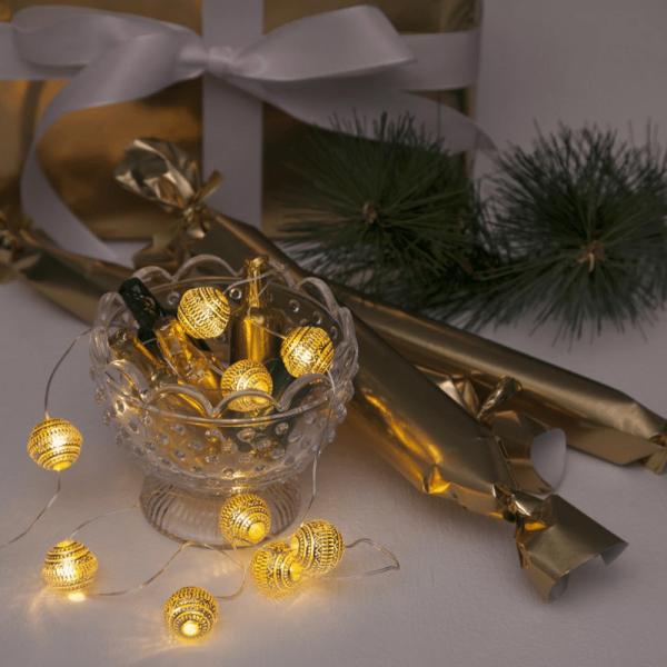 "LED Lichterkette ""Dew Drop"" - 105 warmweiße LED - 0,9m - Batteriebetrieb - Timer - goldene Kugeln"